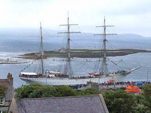 Statsraad Lehmkuhl sails into Stromness