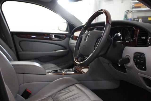 jaguar-xj-06-1