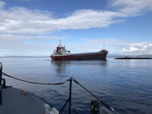 Tug struggles to refloat grounded cargo vessel
