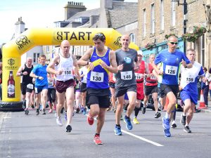 Newlands wins as sun shines on UK's most northerly marathon